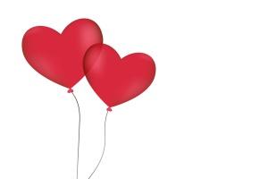 Zwei Luftballons in herzform